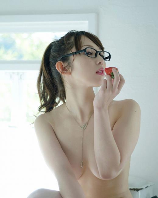 ちょっと背徳感を感じるメガネかけてる女の子のエロ画像wwwwwww【画像30枚】09_20181114142628e5a.jpg
