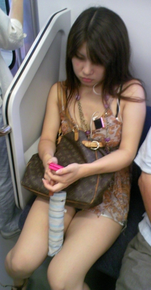 こんなエロい脚を晒して電車に乗る女の子って男泣かせだわwwwwwww【画像30枚】09_20181220010314e73.jpg