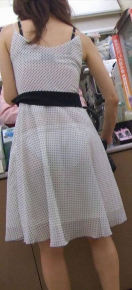 スカートが透けて見えてるパンティってソソるよなぁwwwwwww【画像30枚】09_20190112003408a8d.jpg