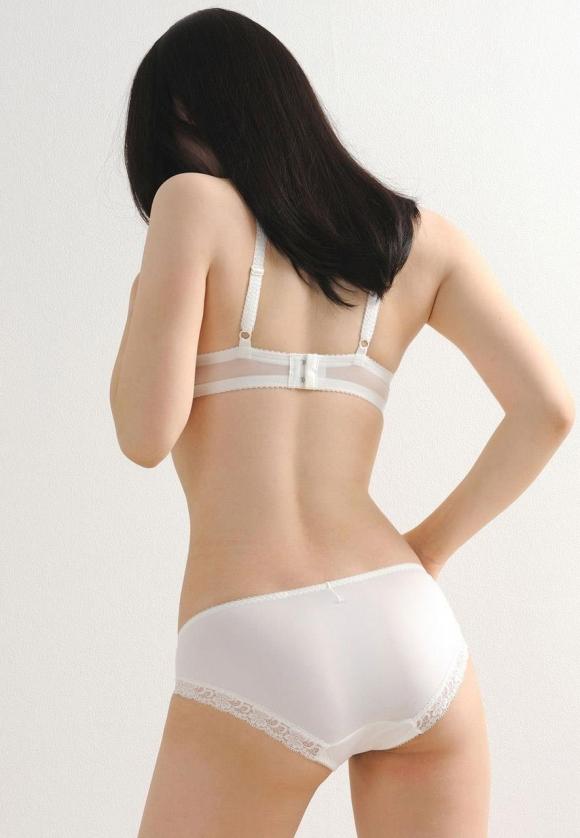 【純白】清純そうに見える白いパンティ履いてる女の子にやっぱ惹かれるwwwwwww【画像30枚】09_2019012715154927b.jpg
