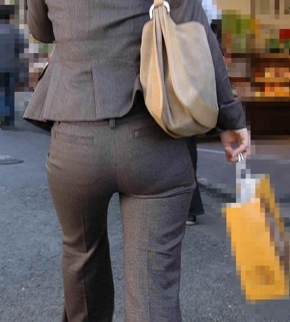 タイトでラインがクッキリなスーツのOLさんのおしりがエロすぎるwwwwwww【画像30枚】09_20190127225720462.jpg