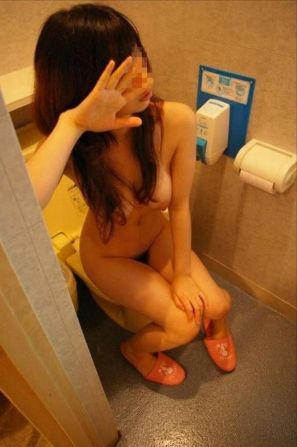 【流出画像】恥ずかしいトイレの姿をネットに流されちゃう残念な彼女wwwwwww【画像30枚】09_201905010134322a7.jpg