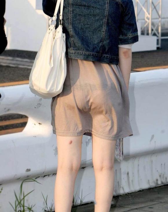 【着衣】暑くなってきてパンツも透けちゃう薄着の女の子が多くなったwwwwwww【画像30枚】09_20190526011653654.jpg