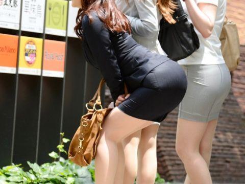 【プリケツ】スカートがピチピチすぎてヒップラインが丸わかりになってるwwwwwww【画像30枚】09_20190831022222795.jpg