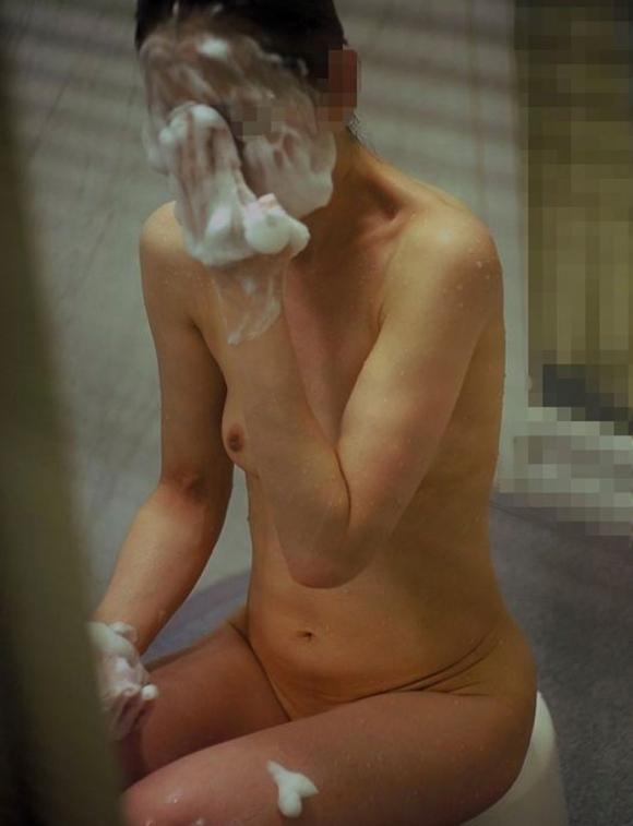 【民家盗撮】素人女子がお風呂に入ってるところが見たすぎて入浴してるトコを盗み撮りしたったwwwwwww【画像30枚】09_20190919013759dc5.jpg