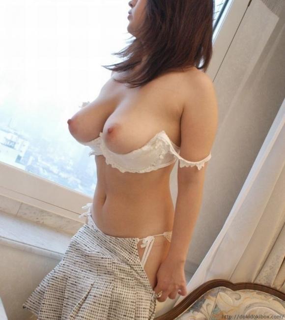 はい!ブラジャーから可愛い乳首が『こんにちは!』wwwwwww【画像30枚】10_20181005005142c47.jpg