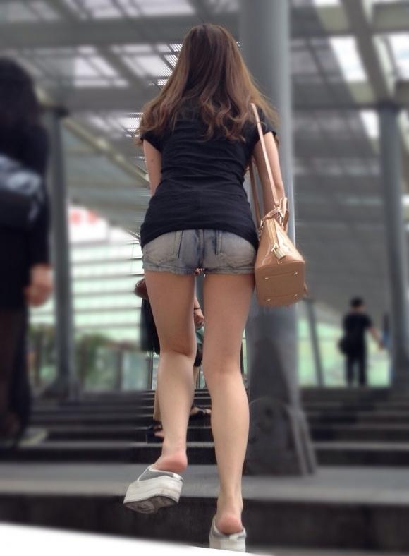 短パン履いてる女の子は色々見えちゃってるからエロすぎるwwwwwww【画像30枚】10_201812210132589f1.jpg
