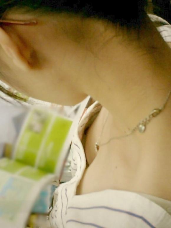 【浮きブラ盗み撮り】おっぱいが小さい女の子は大抵乳首が見えちゃってる件wwwwwww【画像30枚】10_20190419011713336.jpg