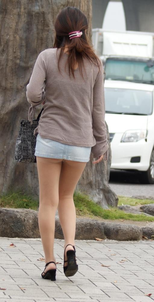 短いスカートを履いてパンチラさせにきてる女の子wwwwwww【画像30枚】10_20190502014039266.jpg