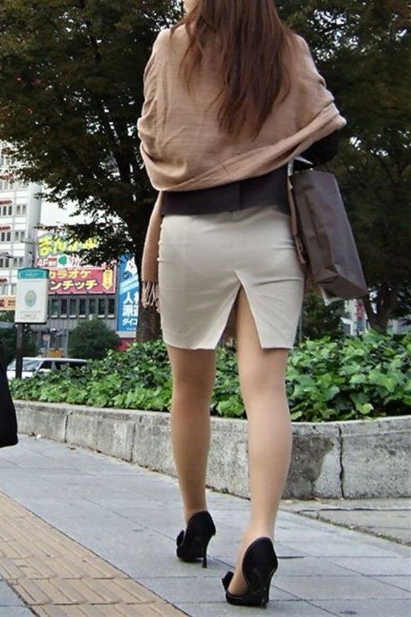スカートの隙間からエロい脚が見えたら思わず凝視してしまうwwwwwww【画像30枚】10_2019070302061576c.jpg