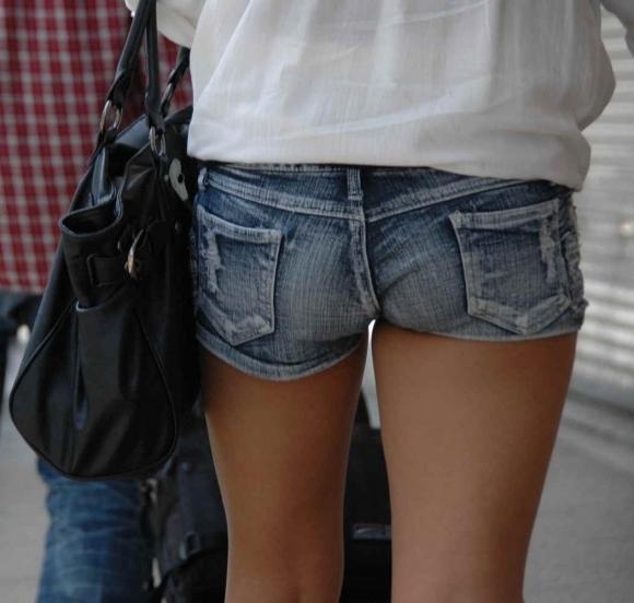 ホットパンツ着てる女の子がいたら絶対に凝視してしまうwwwwwww【画像30枚】10_201907180103009a2.jpg