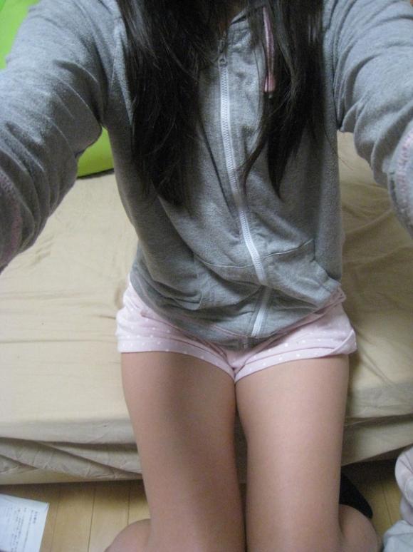 【流出画像】女の子の部屋着の中でもこういうショートパンツがエロさNo.1!wwwwwww【画像30枚】11_20181201231207efd.jpg