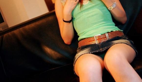 デニムスカート履いてる女の子ってすぐパンチラしちゃうからめっちゃ気になるwwwwwww【画像30枚】11_20190203021554243.jpg