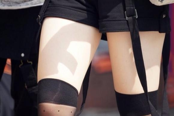 ニーハイソックス履いてるムチムチした脚がくっそエロいwwwwwww【画像30枚】11_201904272346107e2.jpg