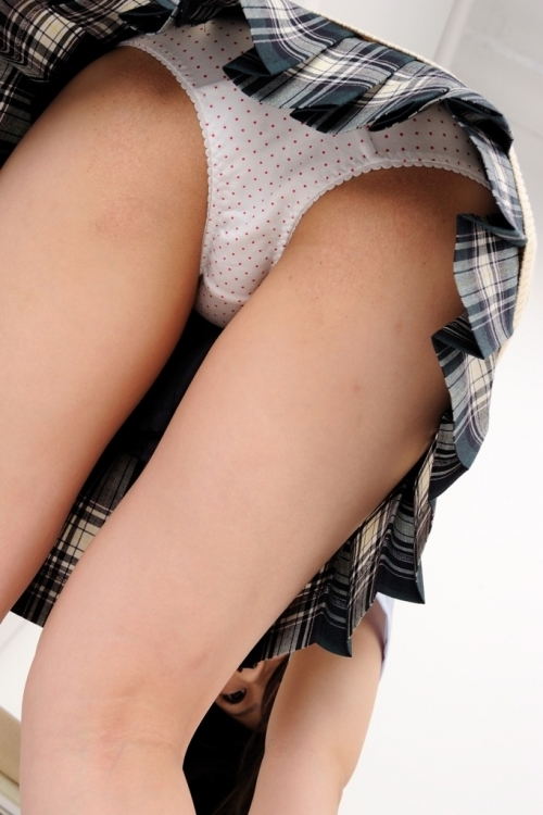 女の子が履いてる水玉のパンツって妙にエロさを感じるんだよなぁぁぁwwwwwww【画像30枚】11_20190616015658f7f.jpg