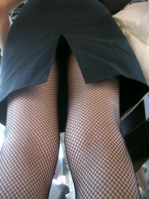 スカートの隙間からエロい脚が見えたら思わず凝視してしまうwwwwwww【画像30枚】11_20190703021211d65.jpg