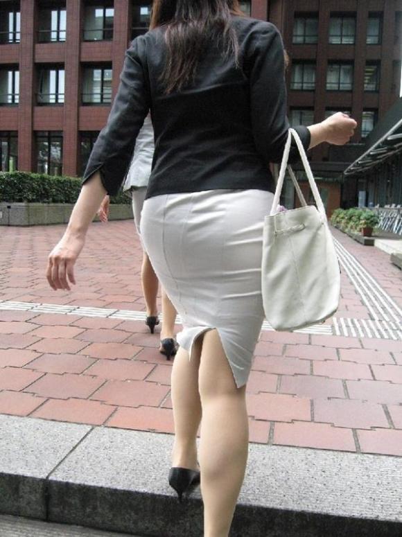 【プリケツ】スカートがピチピチすぎてヒップラインが丸わかりになってるwwwwwww【画像30枚】11_20190831023130286.jpg