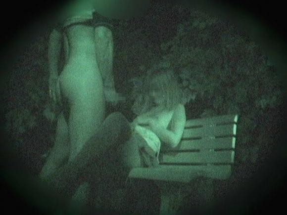 【野外露出】赤外線だから見れるカップルの野外セックスが激しすぎるwwwwwww【画像30枚】11_201910222229438f7.jpg