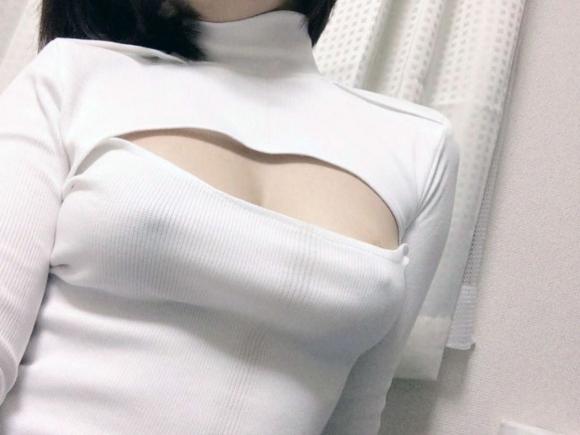 【ノーブラ】ブラジャーなしでいると乳首ポッチしちゃう危険性が高まるwwwwwww【画像30枚】11_20191028131930cd2.jpg