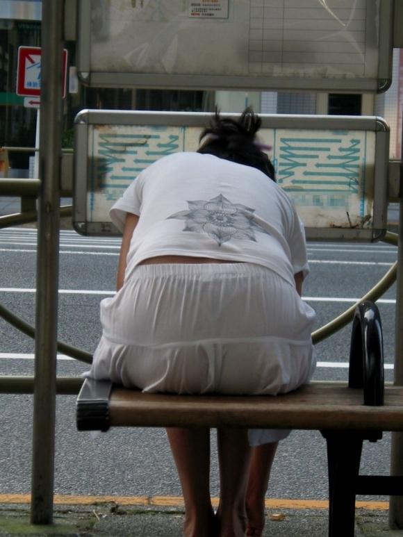 パンツ透けてる状態で外出歩く女の子の神経wwwwwww【画像30枚】12_20181018155815b40.jpg