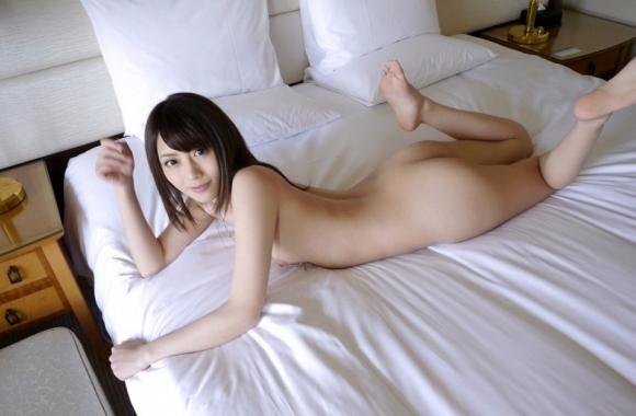 「ねぇ、ベッド来て楽しいことシヨ?」→→→男ならソッコー飛び込むでしょwwwwwww【画像30枚】12_20181018201430879.jpg