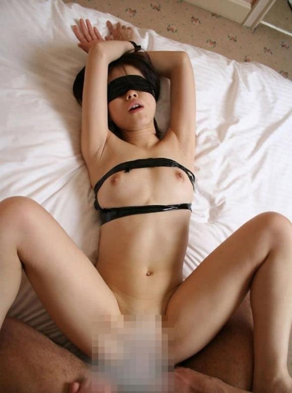 軽いSMということで目隠しされてる女の子に大興奮wwwwwww【画像30枚】12_201901220114218f2.jpg