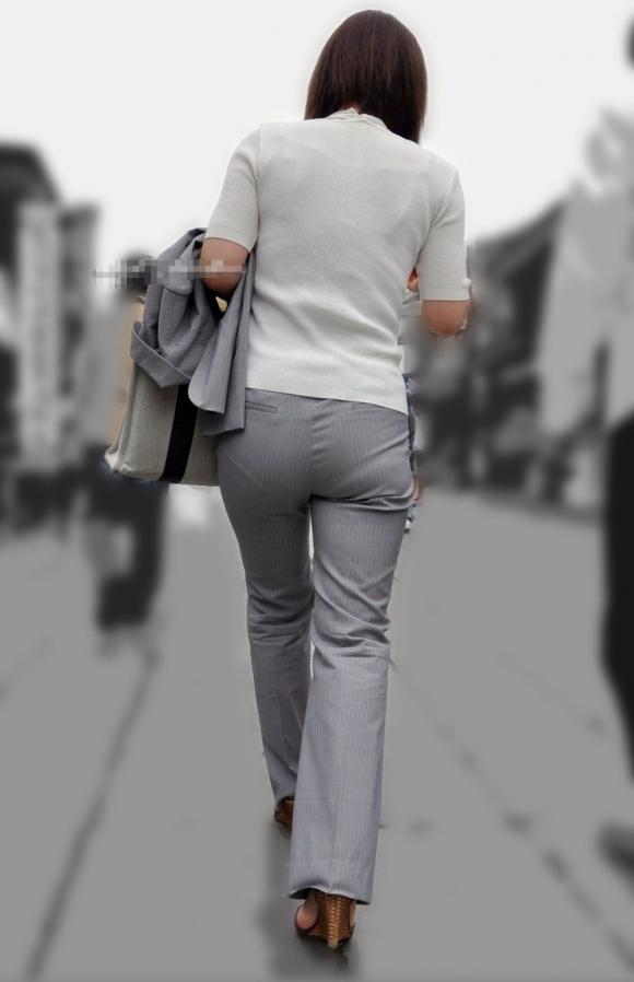 タイトでラインがクッキリなスーツのOLさんのおしりがエロすぎるwwwwwww【画像30枚】12_20190127230218d5e.jpg