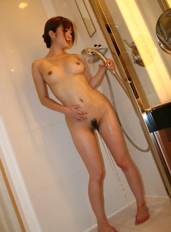 女の子がシャワー浴びてるのってエロすぎてイチャイチャしたくなるwwwwwww【画像30枚】12_2019032201551183f.jpg