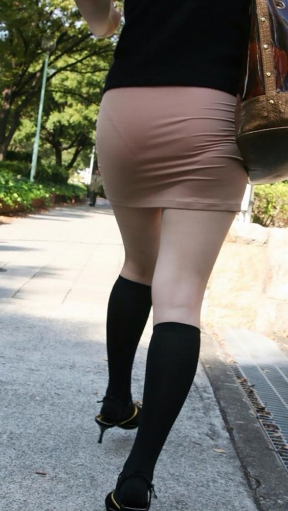 パンティが透けてる状態で外を歩いちゃダメだってwwwwwww【画像30枚】12_2019041801590811e.jpg