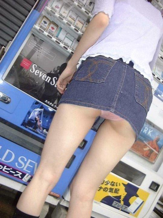 短すぎるスカートをなんで履くのか不思議すぎるwwwwwww【画像30枚】12_20190724012143928.jpg