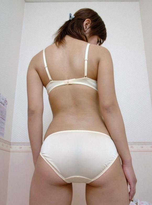 こりゃ反則wwwって思う純白パンティを履いてる女の子wwwwwww【画像30枚】12_20190901013031ea7.jpg
