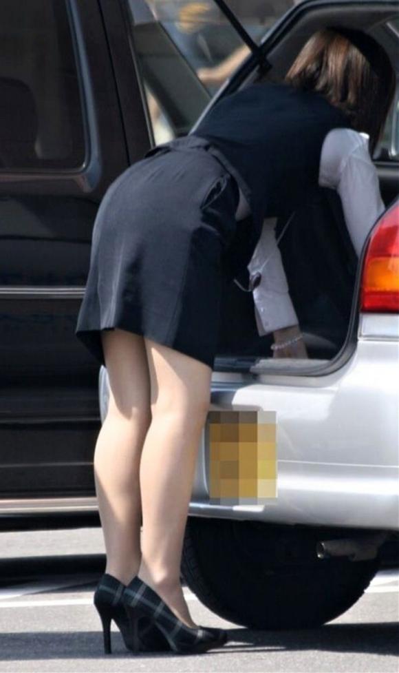 仕事始めでOLのタイトスカートを久しぶりに見れるのが唯一の楽しみwwwwwww【画像30枚】12_20200104220924d14.jpg