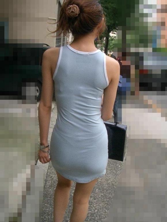 【残暑】暑いからパンティ透けちゃうレベルの薄着になる女子wwwwwww【画像30枚】13_20181002021206120.jpg