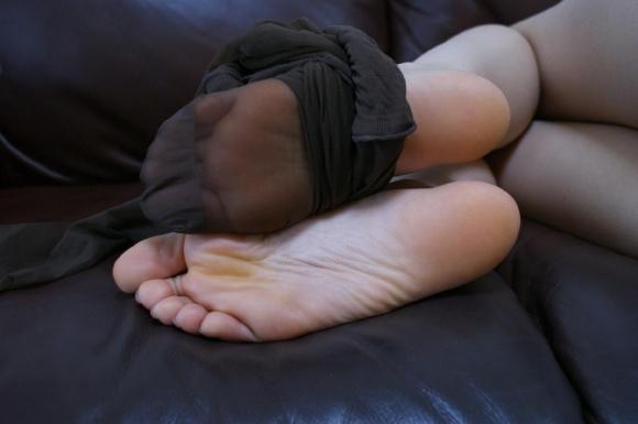 綺麗な足裏が好きなヤツちょっとこいwwwwwww【画像30枚】13_20181025235327c5e.jpg