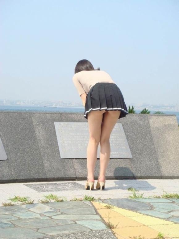 パンチラをすぐしちゃうスカートはマジで注意!wwwwwww【画像30枚】13_20181217002704d89.jpg