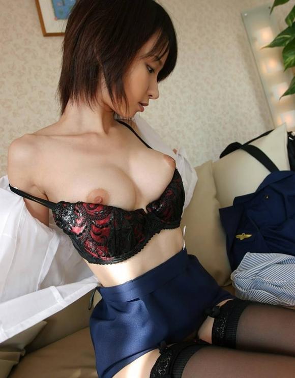 【脱衣中】服を脱いでる女の子がエロくてたまらなくて襲いかかりそうになるwwwwwww【画像30枚】13_201904090126335b0.jpg