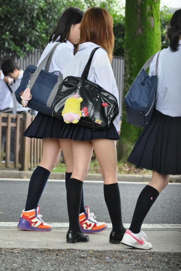短いスカートを履いてパンチラさせにきてる女の子wwwwwww【画像30枚】13_2019050201434516e.jpg