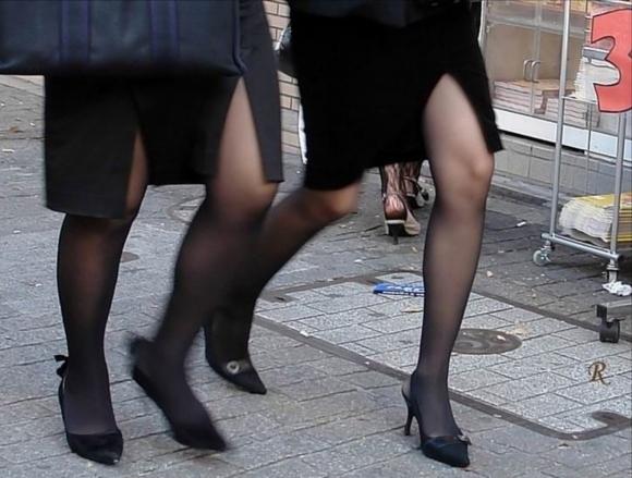 スカートの隙間からエロい脚が見えたら思わず凝視してしまうwwwwwww【画像30枚】13_2019070302121412f.jpg