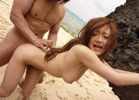 暑い夏はビーチで開放的なセックスがしたくなるwwwwwww【画像30枚】13_20190728162702b30.jpg