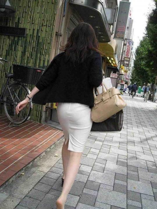 【プリケツ】スカートがピチピチすぎてヒップラインが丸わかりになってるwwwwwww【画像30枚】13_20190831023133d60.jpg
