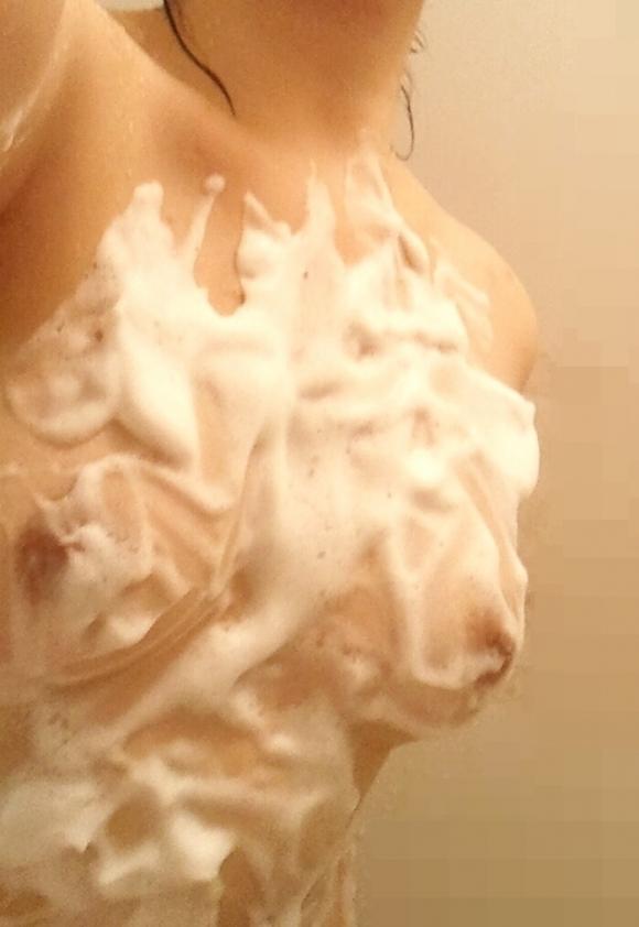【自撮りエロ画像】お風呂場で自分の体を晒してる素人女子のクオリティが高すぎるwwwwwww【画像30枚】13_20190914114516a69.jpg