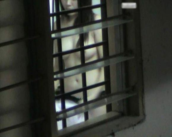 【民家盗撮】普通の家の窓から盗み撮りした女の子の裸がコレwwwwwww【画像30枚】14_20180921223039316.jpg