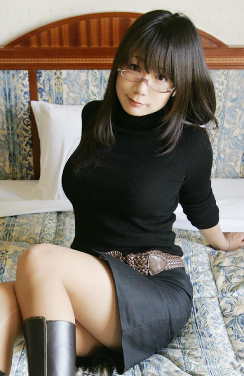 圧倒的な存在感が目に入る着衣巨乳の女の子って凄いwwwwwww【画像30枚】14_20181025021005079.jpg