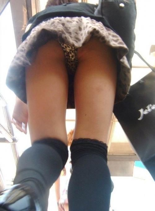 【女子校生】ピチピチなJKのパンチラを見たくてウズウズしてくるwwwwwww【画像30枚】14_20181121154146dd7.jpg