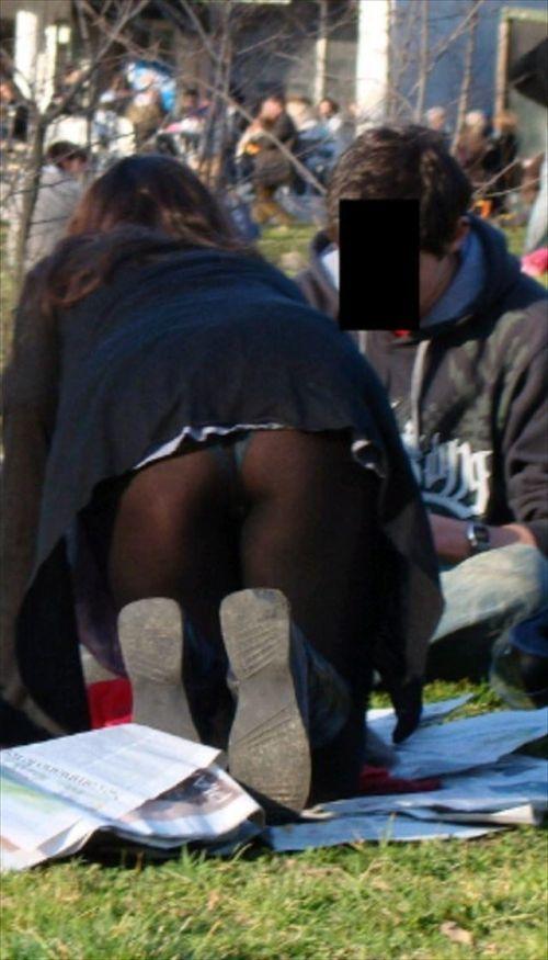 冬になると増殖する黒ストッキングのパンチラがくっそエロいwwwwwww【画像30枚】14_20181121162630ed6.jpg