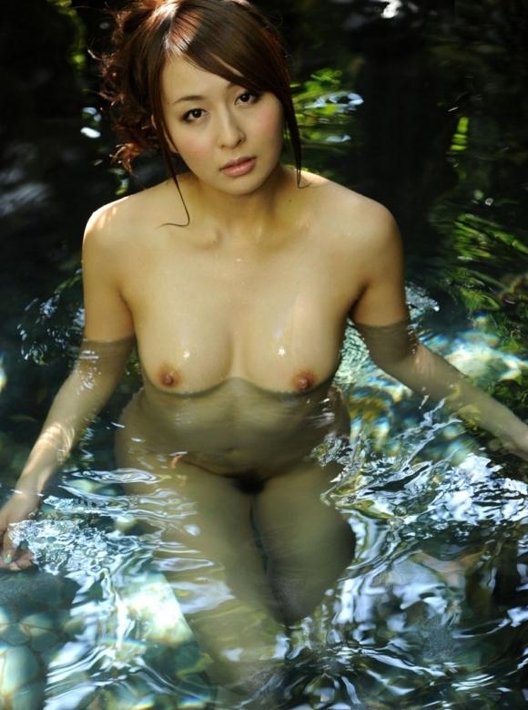 【おっぱい】温泉に浸かってるおっぱいに和の心を感じるwwwwwww【画像30枚】14_2018120420121624b.jpg