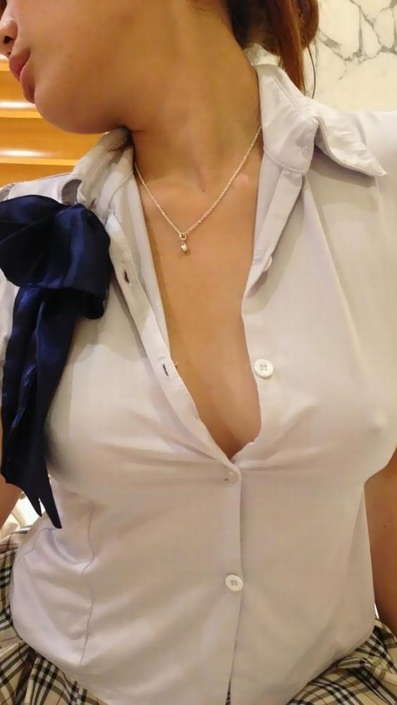 【ガン見】ノーブラだから乳首ポッチしてる女の子がエロすぎるwwwwwww【画像30枚】14_20190310221214ef9.jpg