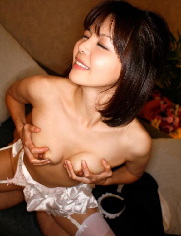 セックスしながら自分でおっぱいを揉んで感度を上げる有能女wwwwwww【画像30枚】14_201905260044088b0.jpg