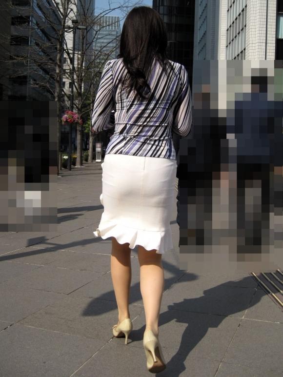 【着衣】暑くなってきてパンツも透けちゃう薄着の女の子が多くなったwwwwwww【画像30枚】14_20190526012135c65.jpg