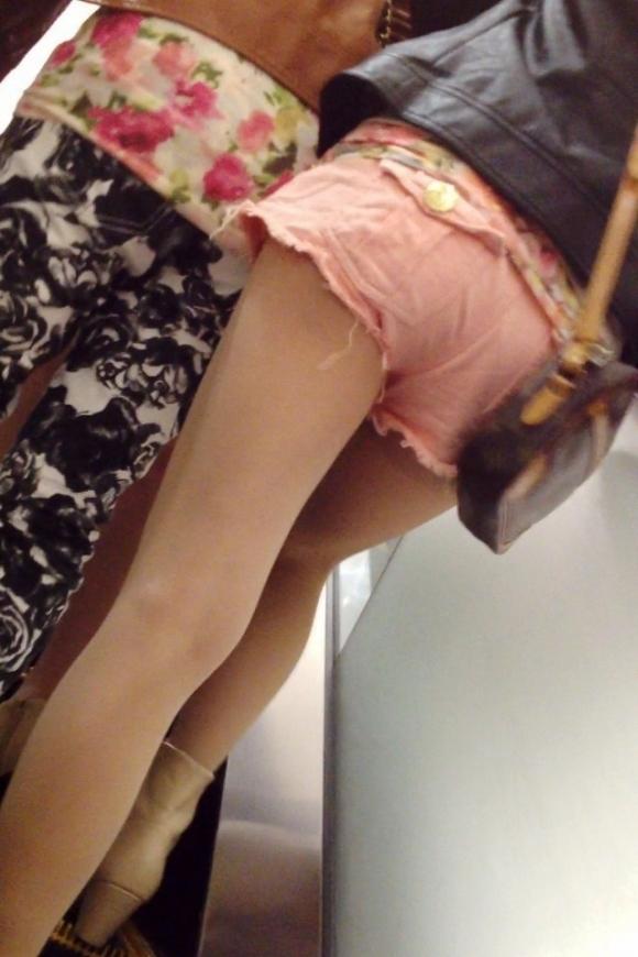ホットパンツ履いてる女の子の脚を見つけたらずっと目で追ってしまうwwwwwww【画像30枚】14_20190604021205de6.jpg